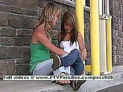 Rilee ed Sara splendide delle lesbiche che baciano e lampeggiante tits pubbliche