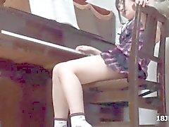 étudiante mignon asiate se prend tâtons en son professeur de piano