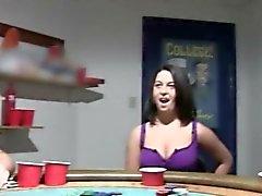 Animadoras pequeños de mierda en la noche de de póker