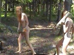 Masha y Sascha Young chicas disfrutando de la naturaleza