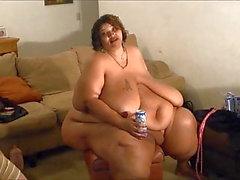У Минни Муха есть момент истины и пить пиво голым