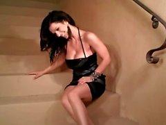 Denise Milani Heiß auf Treppe - Non nackt