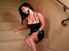 Di Denise Milani a caldo su più scalini - di non nudisti