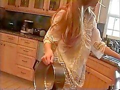 Moeder in de keuken (roken fetish rollenspel , softcore )