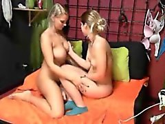 Hot Teen Lesbians Implicado en Webcam