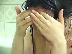 douche Flower Tucci avec éjac chaud sur le visage