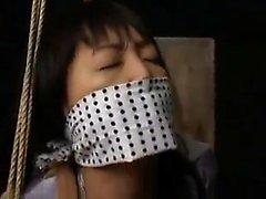 Asa Akira, garota asiática, deixa o homem ablack lamber os pés