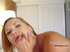 HHHONEYS: Katja Kassin joue son trou du cul juteux