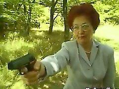 Зрелая Redhead Неряха Чертов открытом воздухе