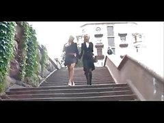 Söpö Venäjän saparopäinen blondi lesbot pelaaminen 7