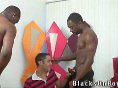 Черно парней делить с ними забавная счастлива пижона