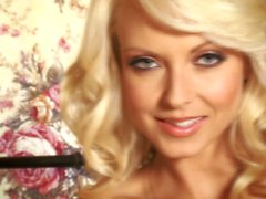Seksi Blonde bebeđim Jana Cova yalnız