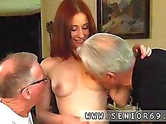 sexo oral adolescente pelirrojo mamada grupo de tres