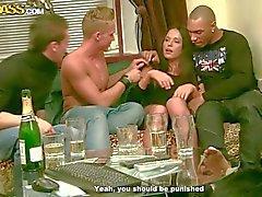 Três meninos bebidos fode pintinho de sexy Natalie