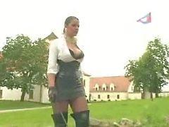 Dame kreeg haar slaaf gestraft