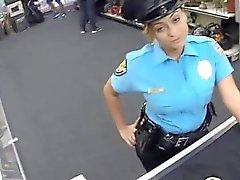 Funzionario di polizia con grandi tette ottiene pestate da individuo arrapato pedina