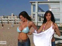 Denise Milani ja Jaime vasara rannalta päivänä sen