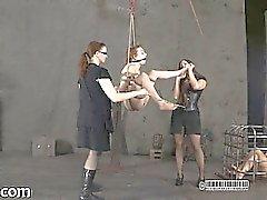 Återhållen gal skulle hissas medlem för her tortyr