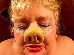 Humillado porcino abuelita de grasa