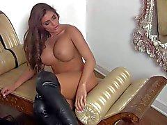 Espectáculo de masturbación caliente mediante asombroso de Madelyn María