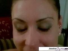Jessica Jaymes suger ett monster kuk, stora bröst och stor rumpa