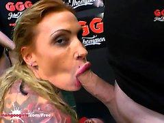 Tatuoitu Calisi muste imee junan Dicks - GGG