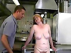 Крайняя сексуальные отношения с возбужден маму Trena со kinkyandlonelycom
