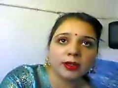 Indische vrouw masturberen