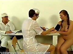 peitos grandes peludo médico russo