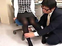 Pantyhosed sekreteraren är a töntig grabb sakta smeker hon s