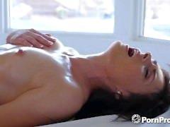 PORNPROS Oljat upp massage förvandlas till hala knulla med Haven Rae