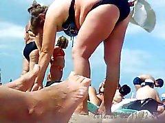 Russo Traduttore maturi in spiaggia ! Cam nascosta Amateur !