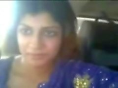 Indian chubby prostitute flashes her boobies in car