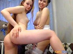 Filles jumelles webcam amateur lesbienne maison 2010
