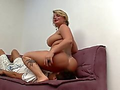 Plump mom like when lick her cunt & anus