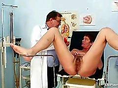 Milf peludo coño examen de gyno en el hospital