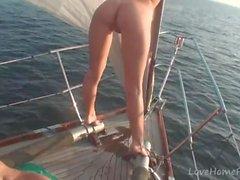 chicas calientes saben cómo divertirse mientras se navega