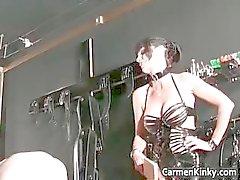 Äldre killen är sexslav till två smutsiga