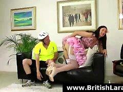 British MILF tarjolla häntä perseeseen pyöräilijän peräaukon helvettiä