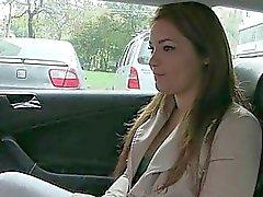 Di Lana ha un compito che necessitano di fare al taxi