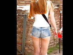 Söt Petite Redhead & brunett Friend Tour Rom Short Sho