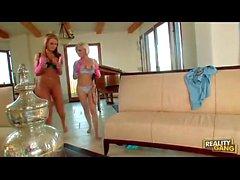 la policía Diamond Foxxx y Lesbianas Nikki Sexx