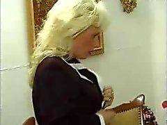 Tyska Kinky mogen kvinna i strumpor fucks hennes unge älskare