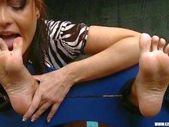 Sandra palvoi Janan Cova jalkoihin