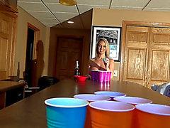Nikki sims spaventoso-temibile birra pong due temibili (09.02.2018)