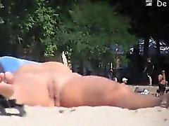 Este nudista parece afeitado