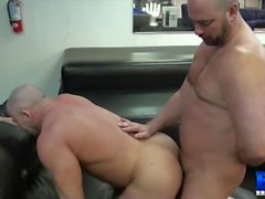 Muscle Daddy Shay Fucked Raw