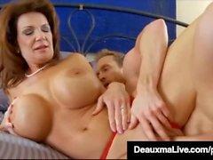 Curieux Cougar Deauxma Gets Pussy & Dick Dans Chaud 3Way FuckFest!