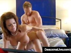 Curvy Cougar Deauxma obtiene coño y Dick en Hot 3Way FuckFest!