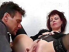 Hot Cougar Rubee tisdag Assbanged på trappor
